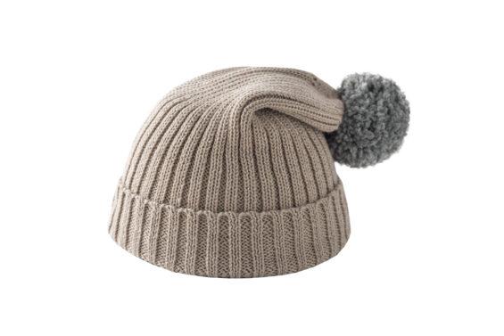 Beżowa czapka z szarym pomponem