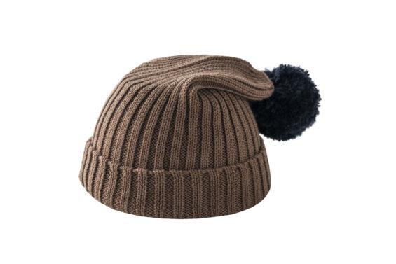 Brązowa czapka z czarnym pomponem