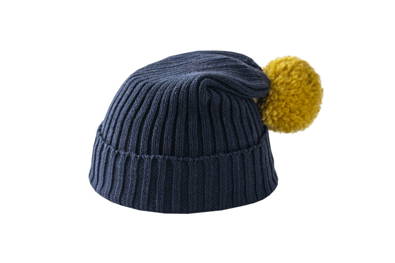 Granatowa czapka z żółtym pomponem