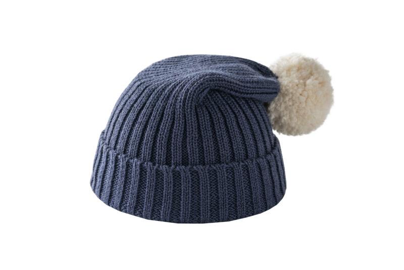 Granatowa czapka z kremowym pomponem