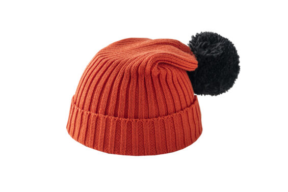 Pomarańczowa czapka z czarnym pomponem
