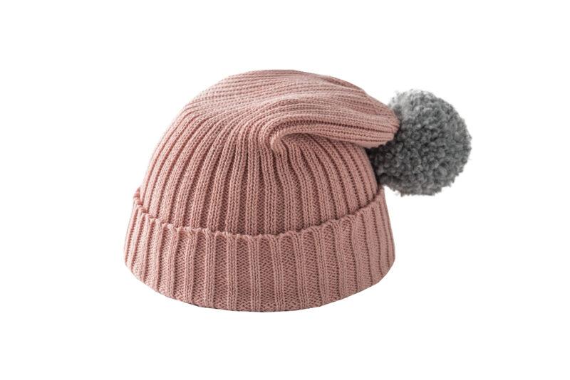 Różowa czapka z szarym pomponem