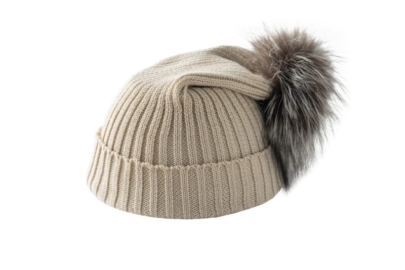 Beżowa czapka z lisem
